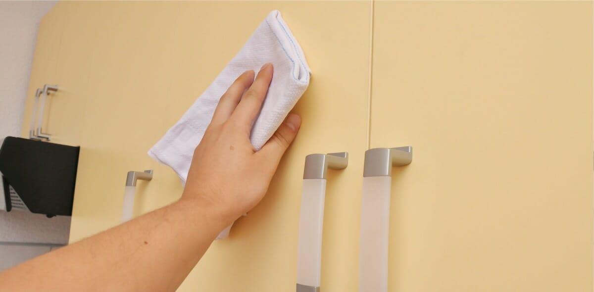 kitchen door cleaning