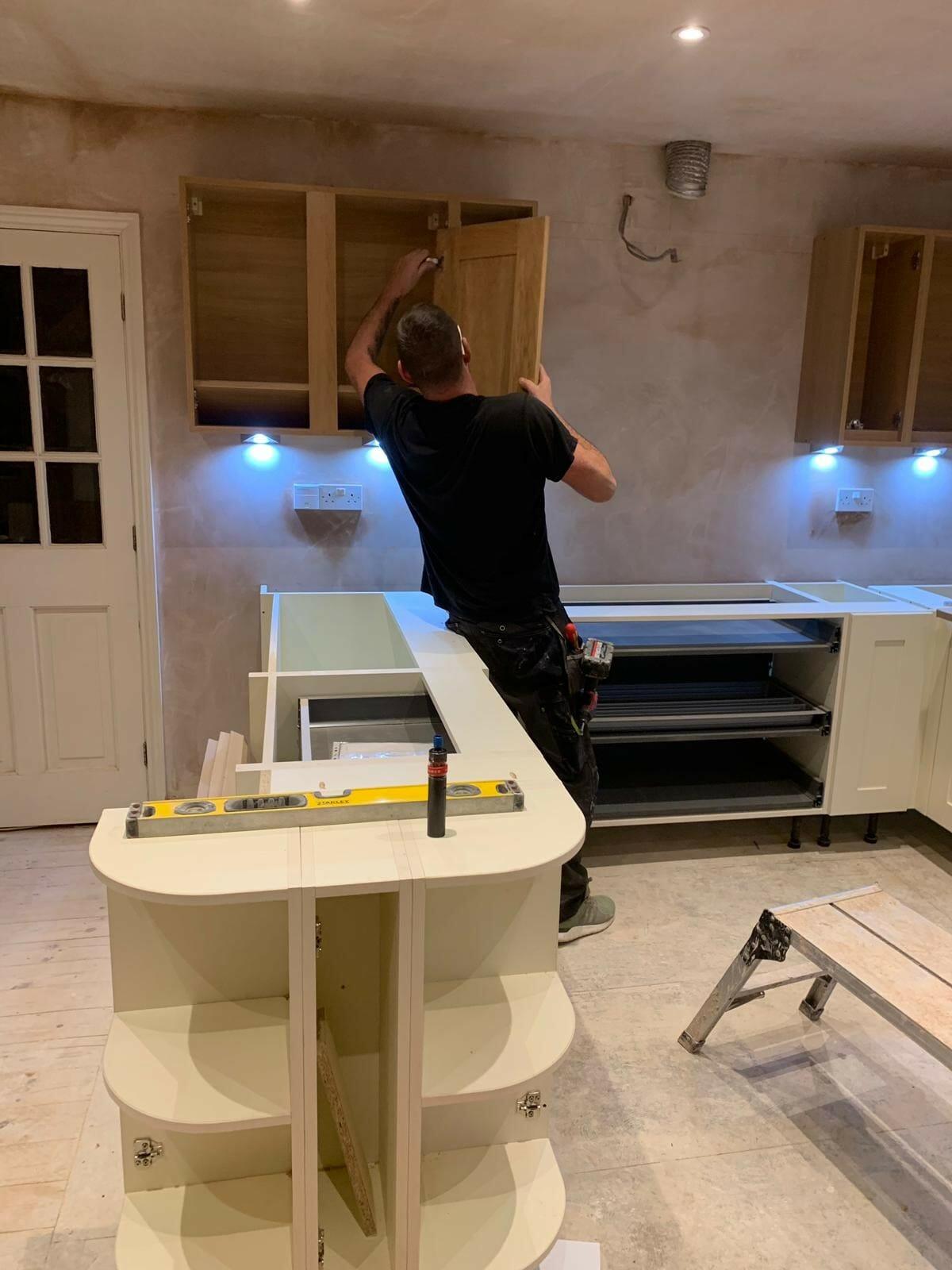 Mastercraft fitter fitting a kitchen